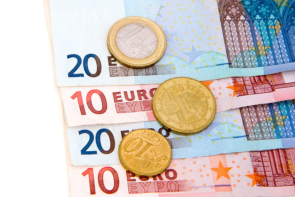 8152-euro-bills-and-coins-pv