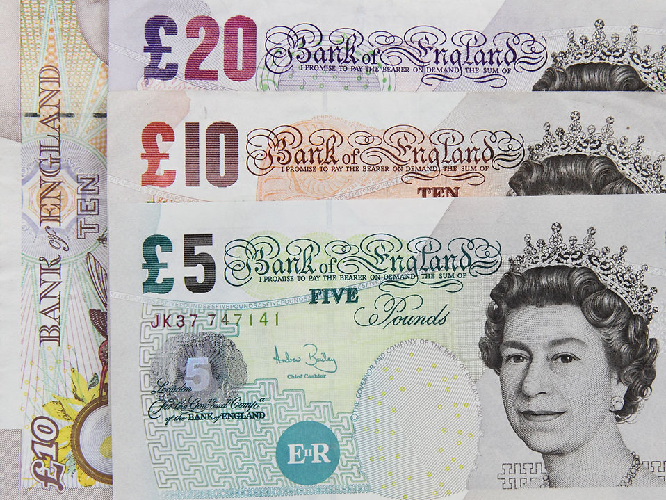 9261-several-british-bank-notes-pv